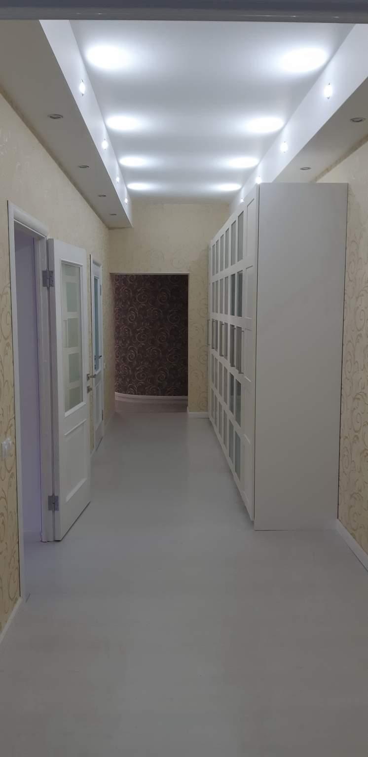 Квартира на продажу по адресу Россия, Санкт-Петербург, Санкт-Петербург, Композиторов улица, 10