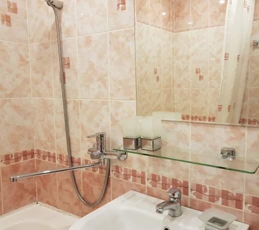 Аренда 2-комнатной квартиры, Тюмень, Радищева улица,  д.27