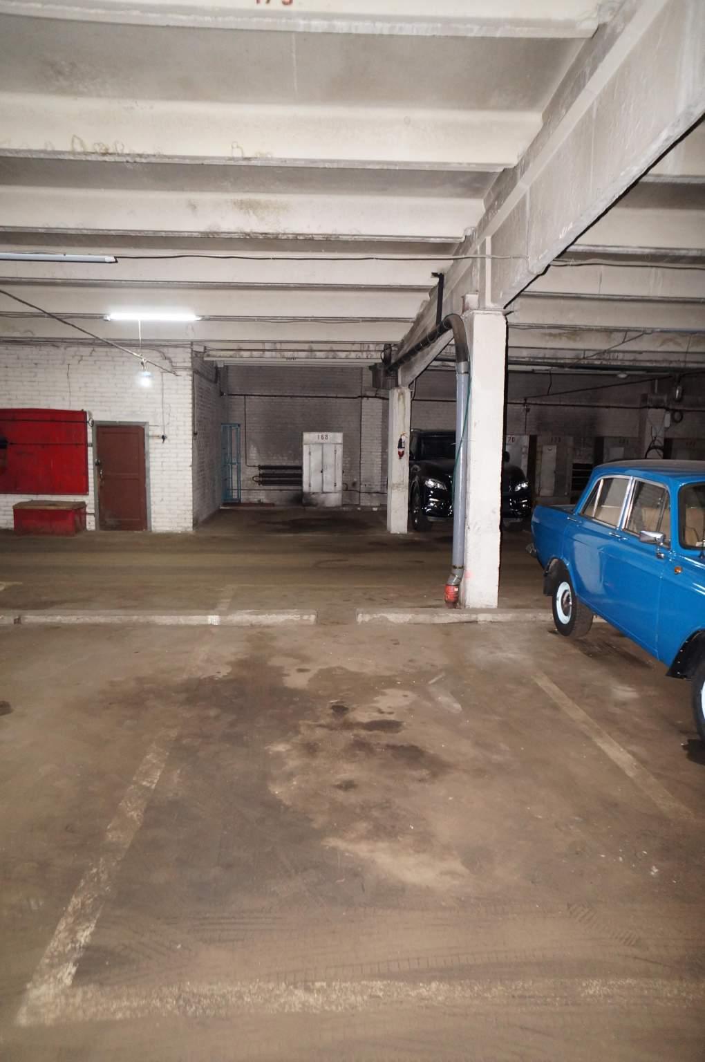 Продаю машиноместо 15 кв.м  в ГСК