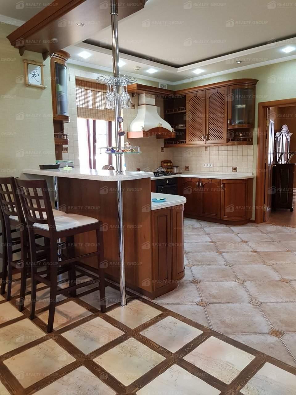 Продажа дома, 381м <sup>2</sup>, 15 сот., Белгород, Сургутская улица,  д.77